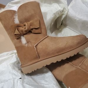 Ugg boots tan size 8